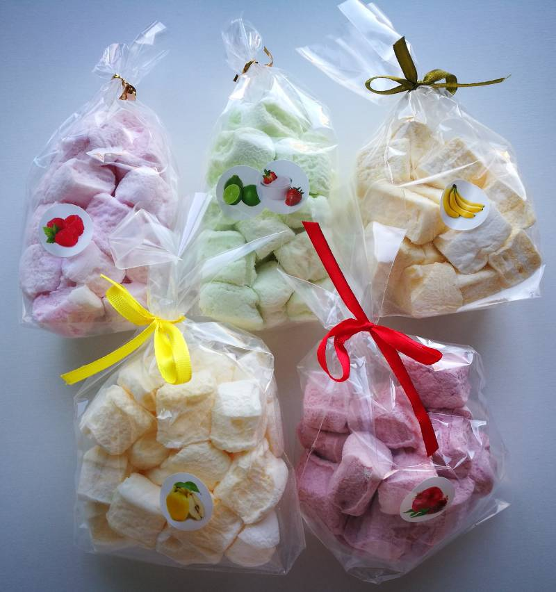 Marshmallows with fruit and berry flavor