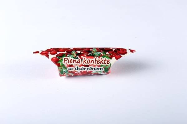 """Milk – based candy """"Gotina"""" with cranberries"""
