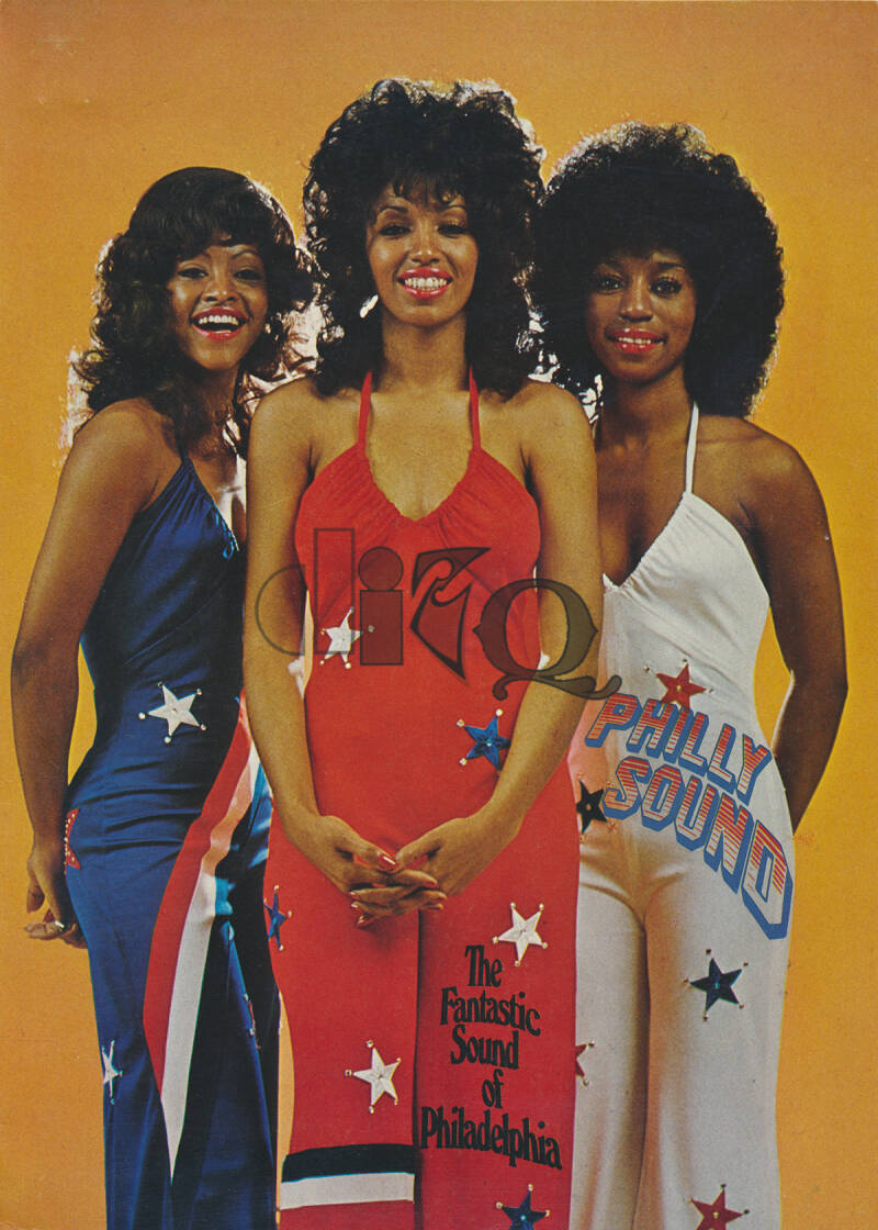 The Three Degrees - Biography - December 1976 [USA/Germany] - Press Kit