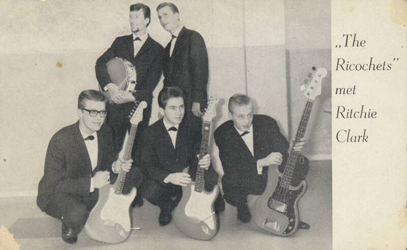 The Ricochets met Ritchie Clark (The Motions) - 1960s [Holland] - Publicity Postcard