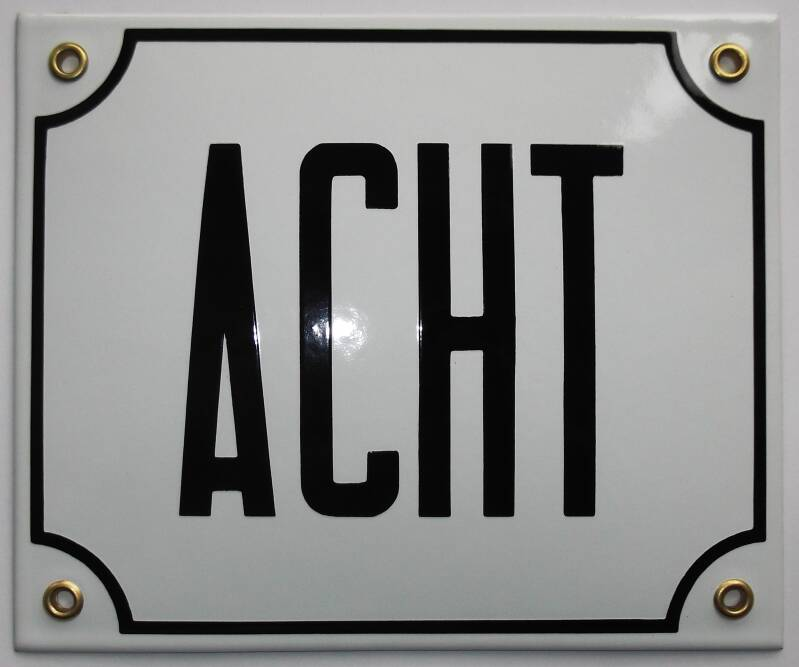 HNGWL1 Huisnummer groot 18x15 wit letters ACHT