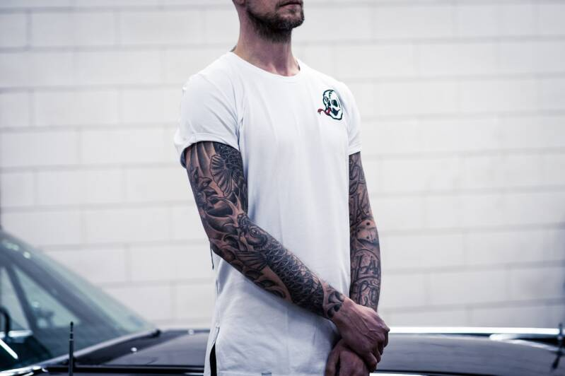 ROLLED SLEEVE MUSCLE FIT WHITE