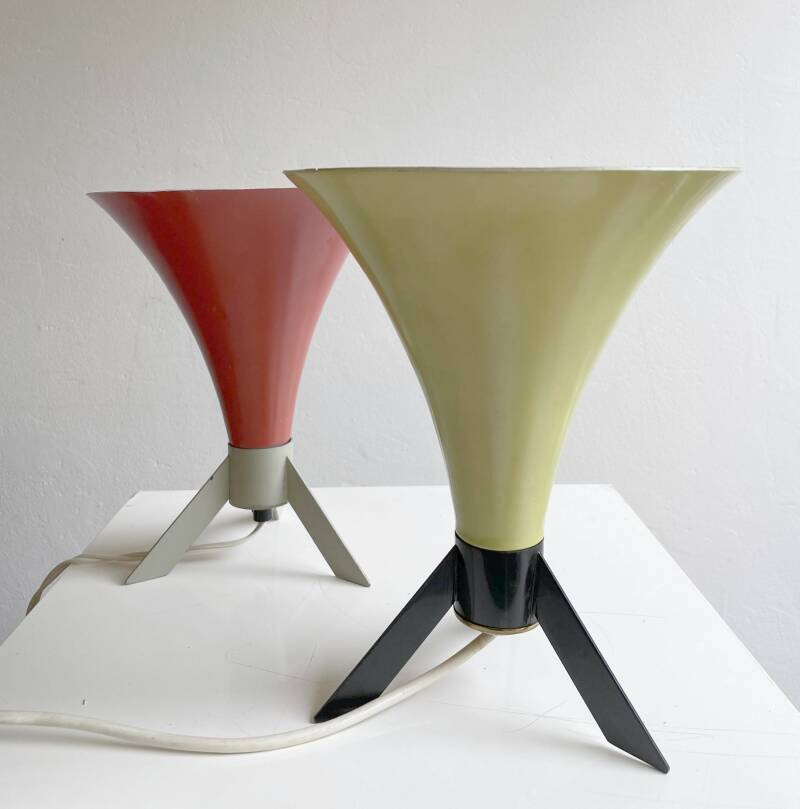 Funnel shaped fifties table lamp