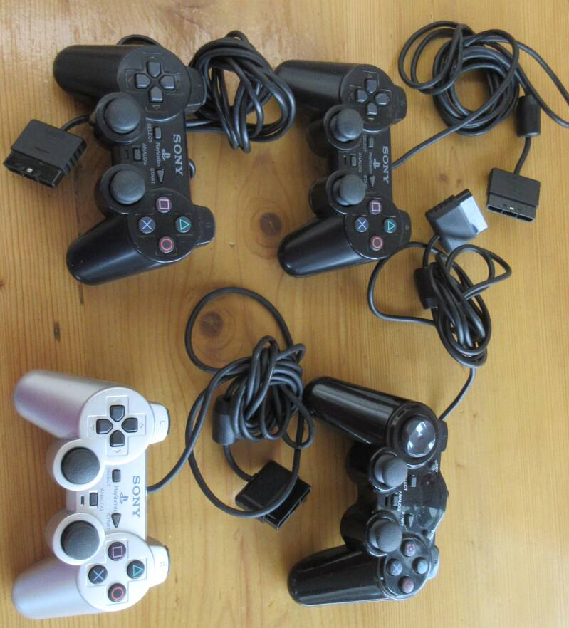 SP0017  4 Controllers Playstation 2