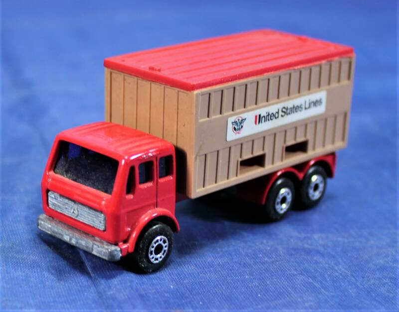 Matchbox Superfast Mercedes container truck 'United States Lines'.