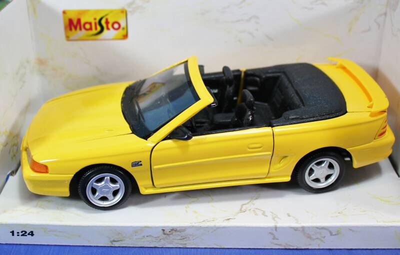 Maisto Special Edition 1 : 24 '94 Mustang GT.