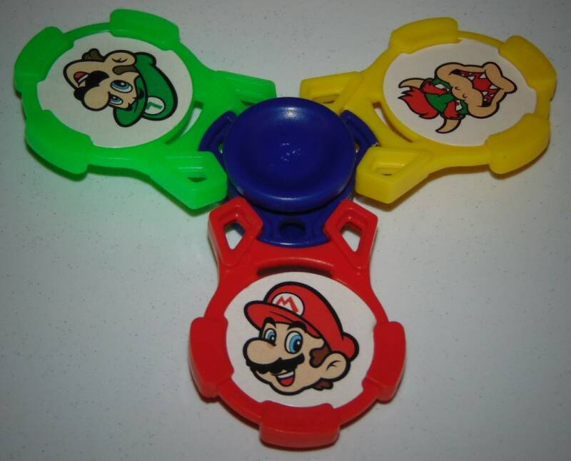 """Hand Spinner Mario / Collection """"Kinder"""" / Goodies J.V"""