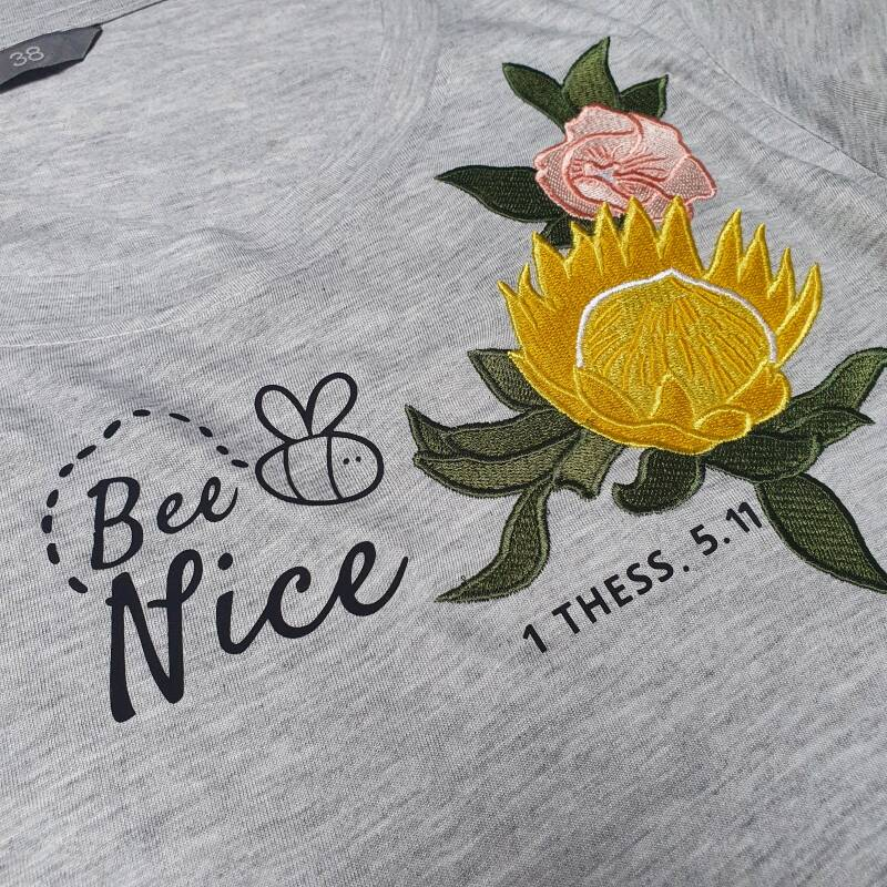 T-Shirt // Bee Nice Floral // Grey