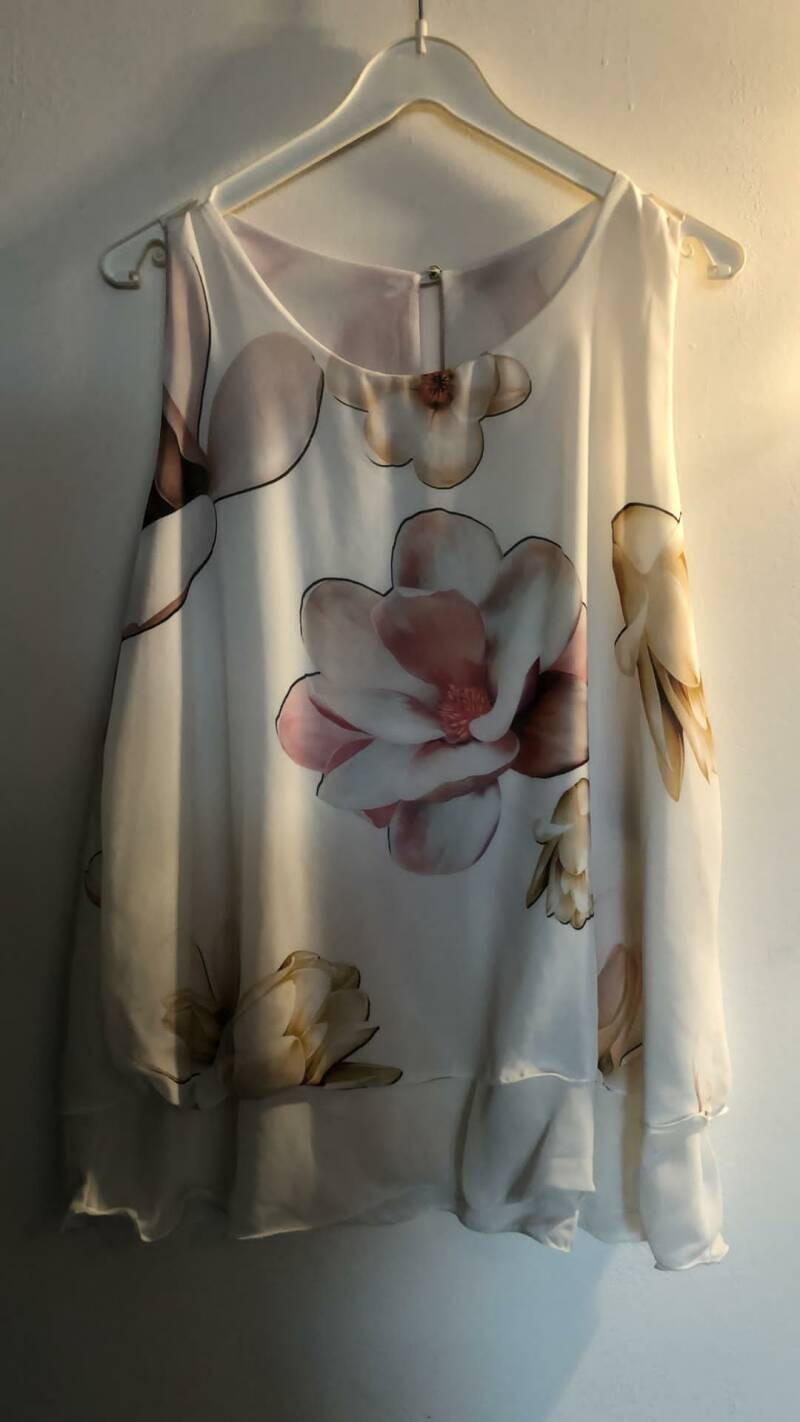 WITTE TOP BLOEMEN MADE IN ITALY SIZE M
