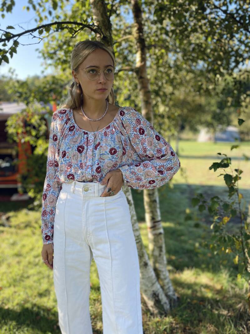 Cotton puffy sleeve blouse