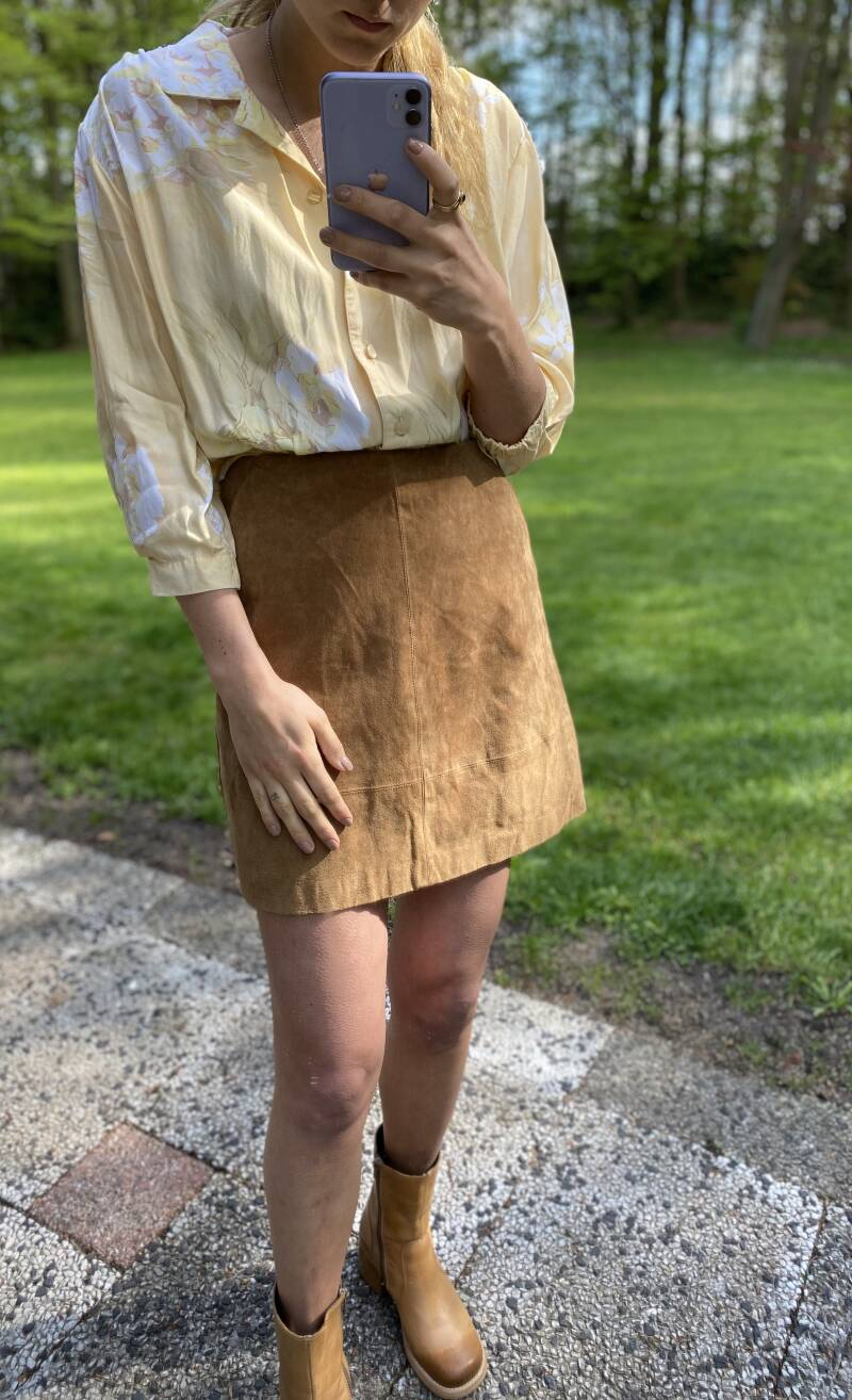 Suede vintage skirt with pockets