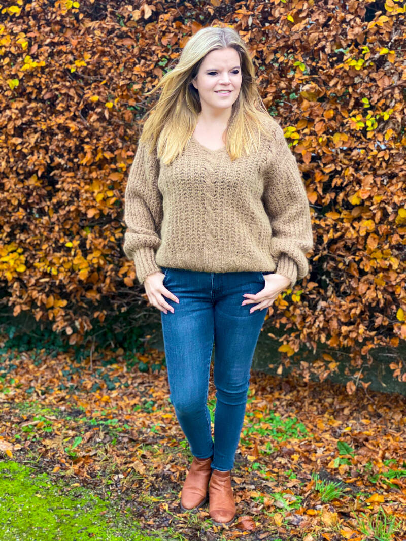 NEW! ⭐️ Knitted Beige
