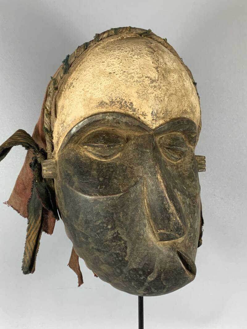 200829 - Tribal used African deformed nose mask from the Pende - Congo.