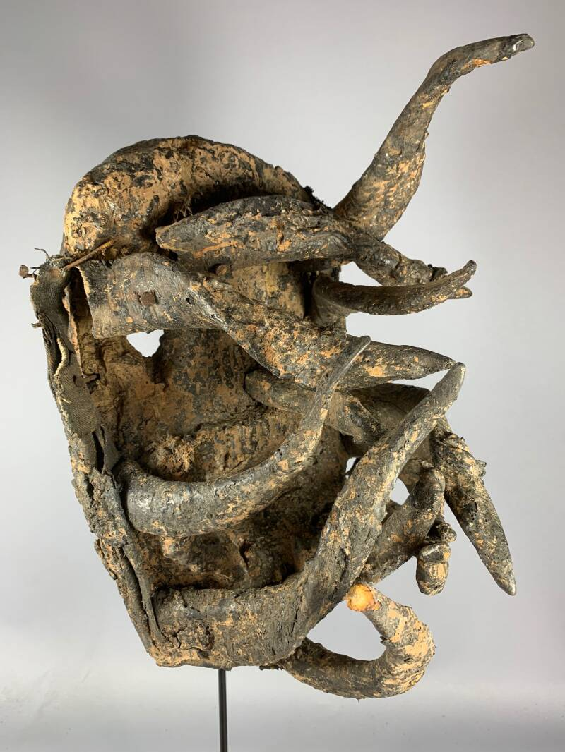 200918 - Old tribal used African Gela or War Mask from the Guere - Iv. Coast.