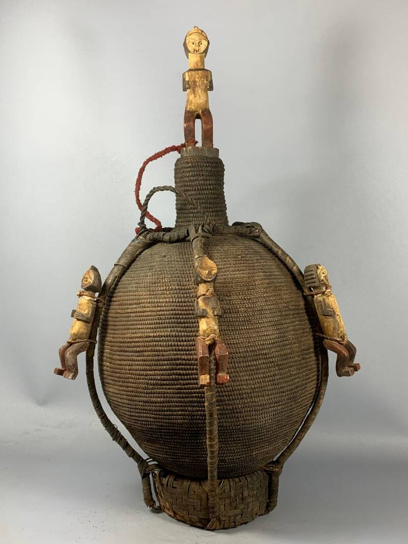 200939 - Tribal used Old African Ambete Basket with figures - Gabon.