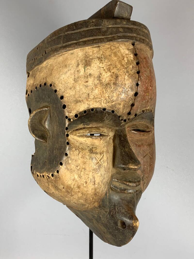 200943 - Old African Tribal used mask from the Tsogo - Gabon.