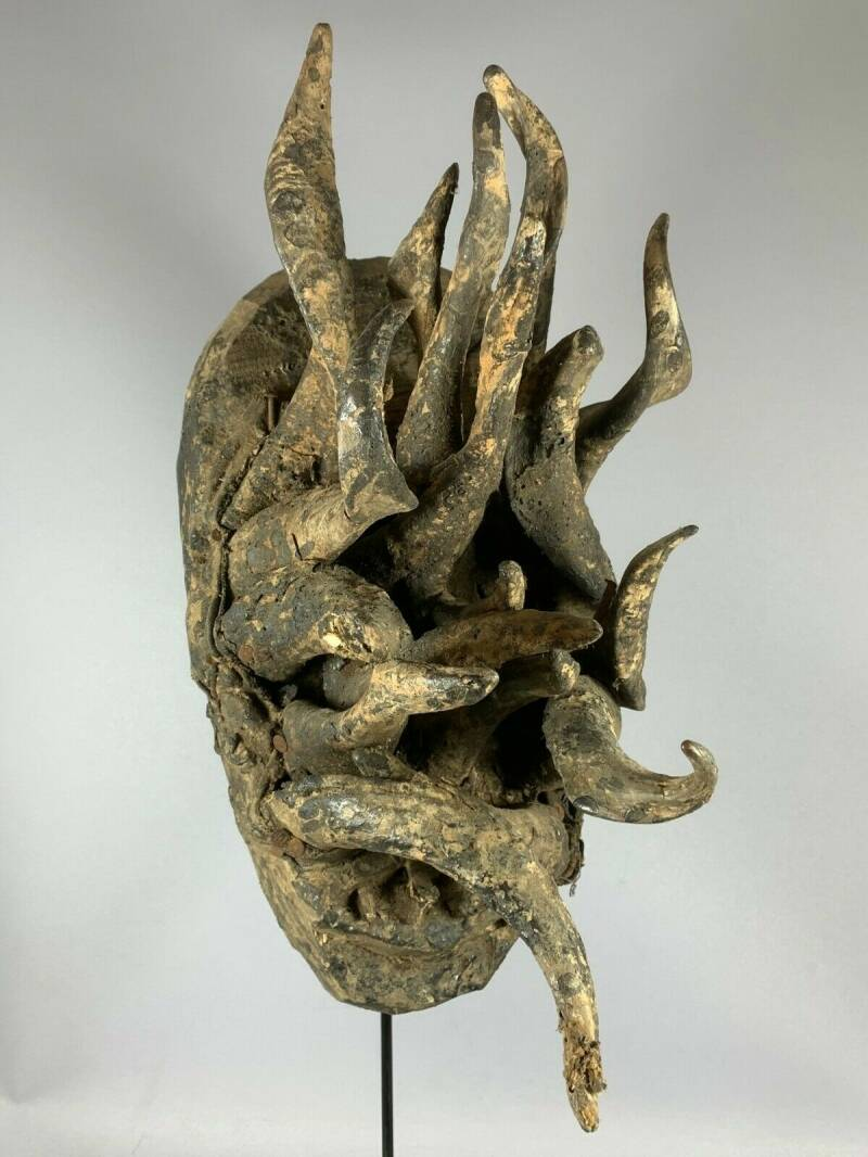 201012 - Old and Rare Tribal used African Old Gle Bete horn mask - Iv. Coast.