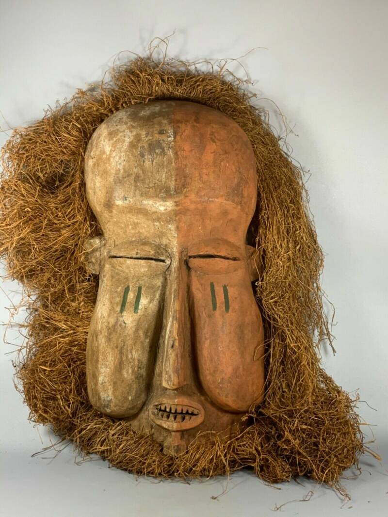 200411 - Very Large Tribal used Rare African Suku mask - Congo.