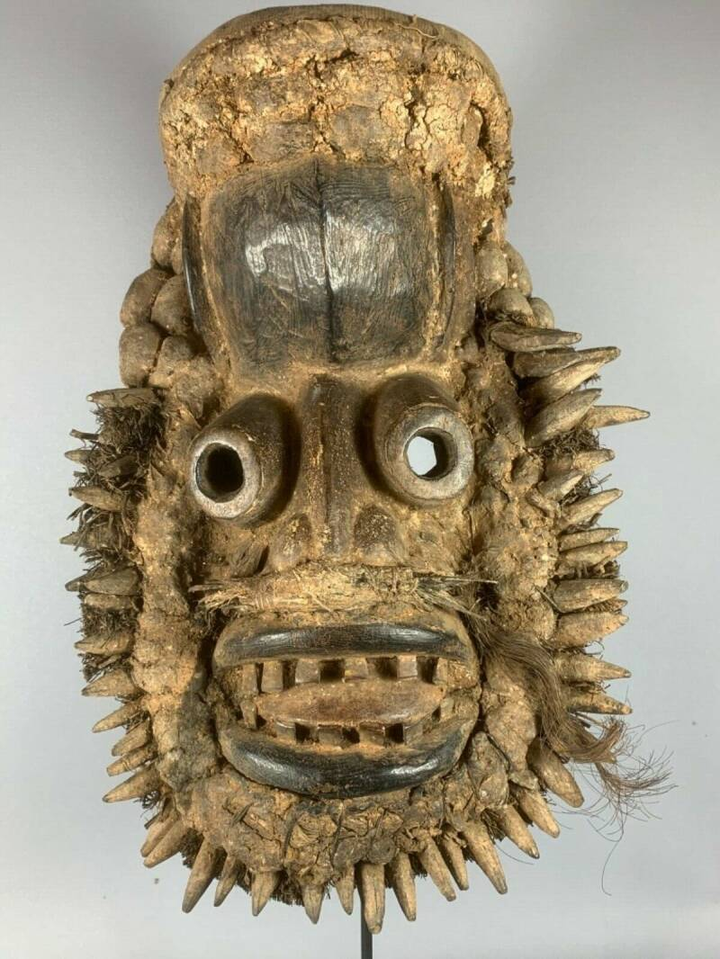 200251 - Old tribal used African We Guere mask - Iv. Coast. / Liberia.
