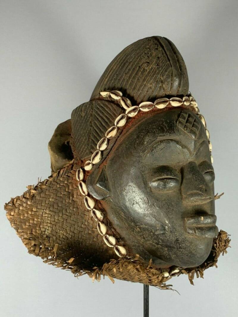 191127 - Tribal used Old African female mask from the Punu with Cap - Gabon.