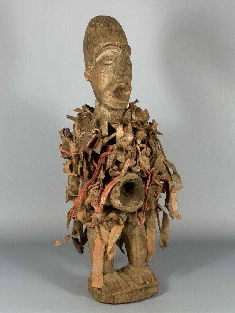 180602 - Tribal used African Bakongo statue with real glass eyes - Congo.