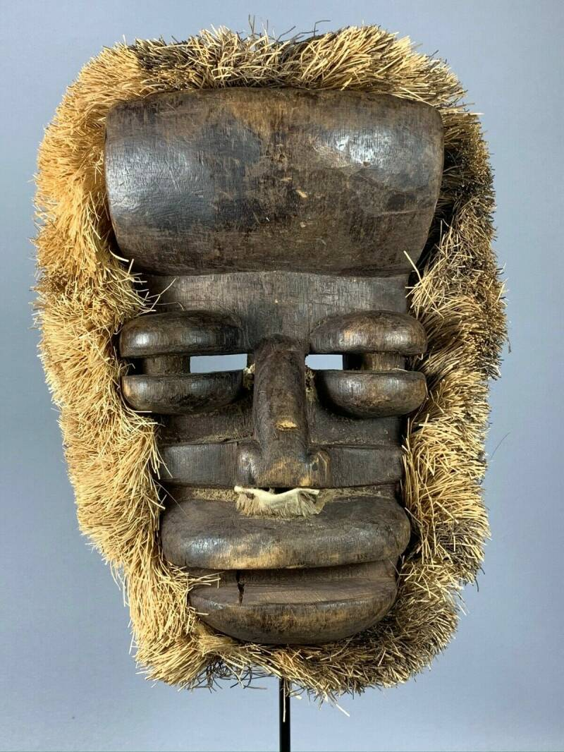 191007 - Old tribal used African We Guere mask - Iv. Coast.