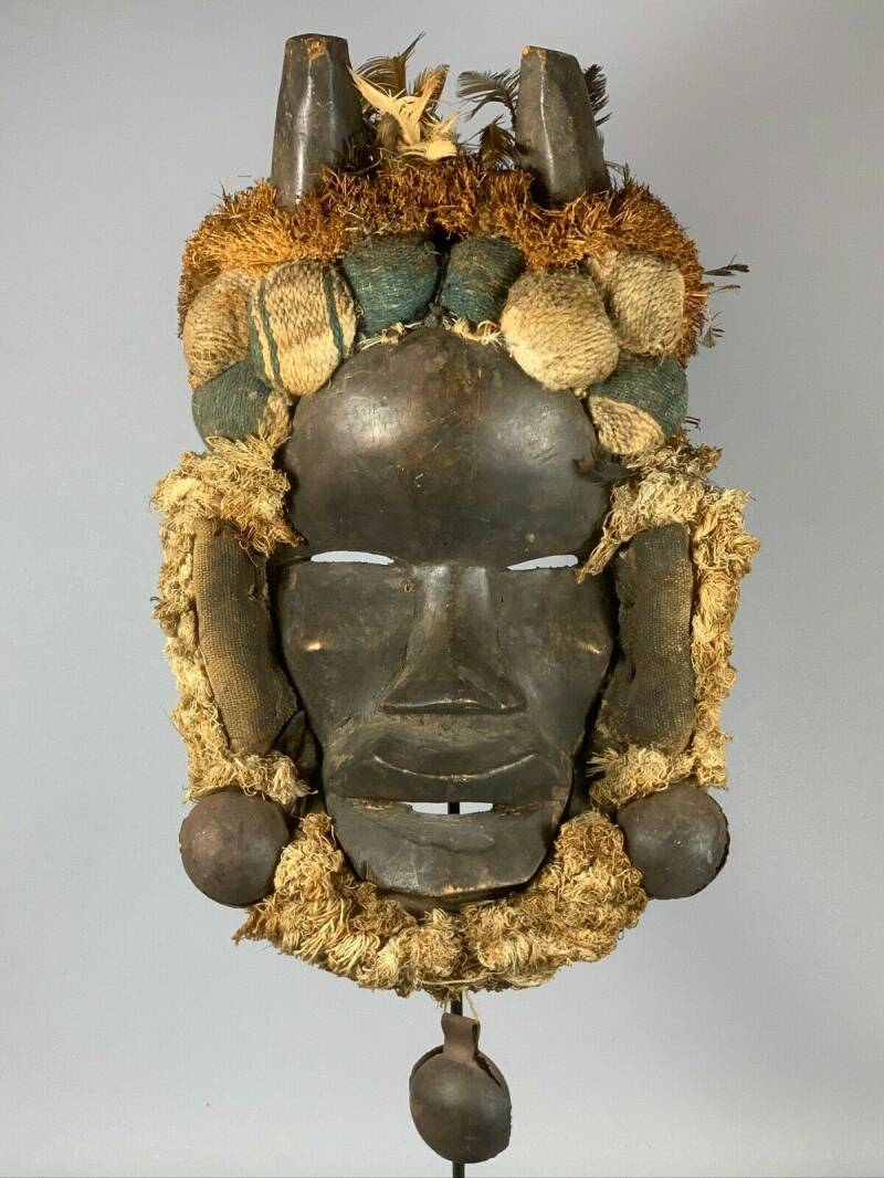 191226 - Old tribal used African We Guere mask - Iv. Coast.