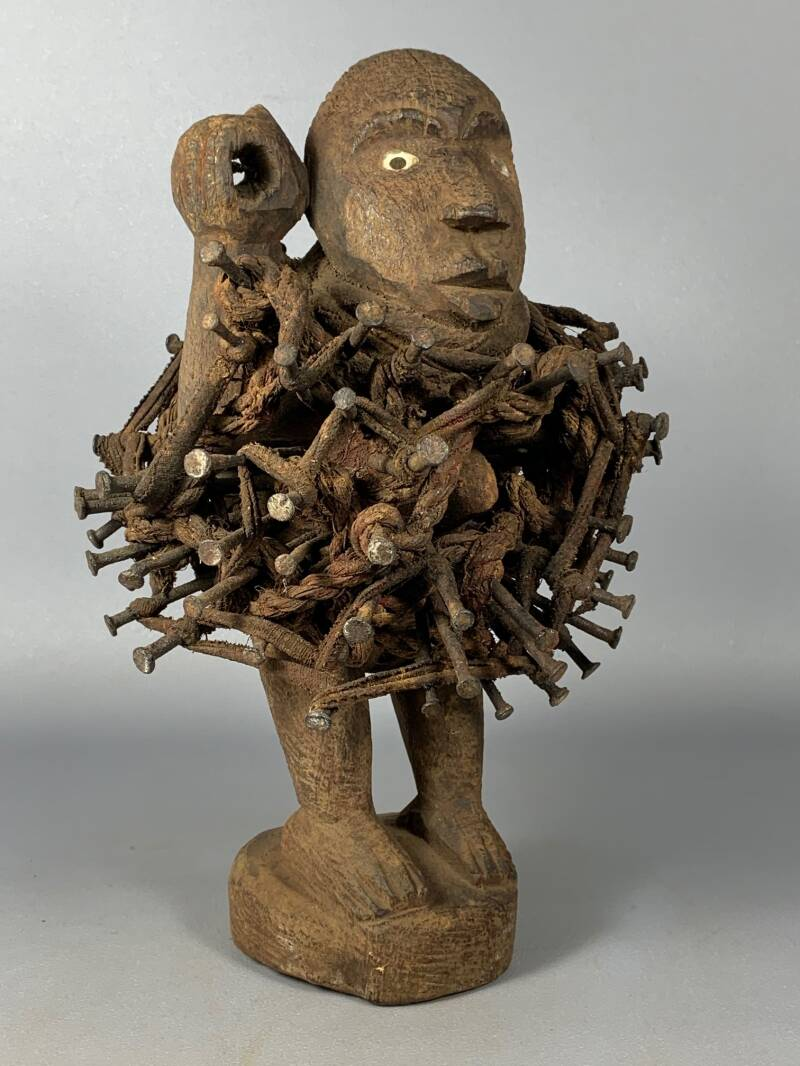 200726 - Old Tribal used African Bakongo magic protection nail statue - Congo.