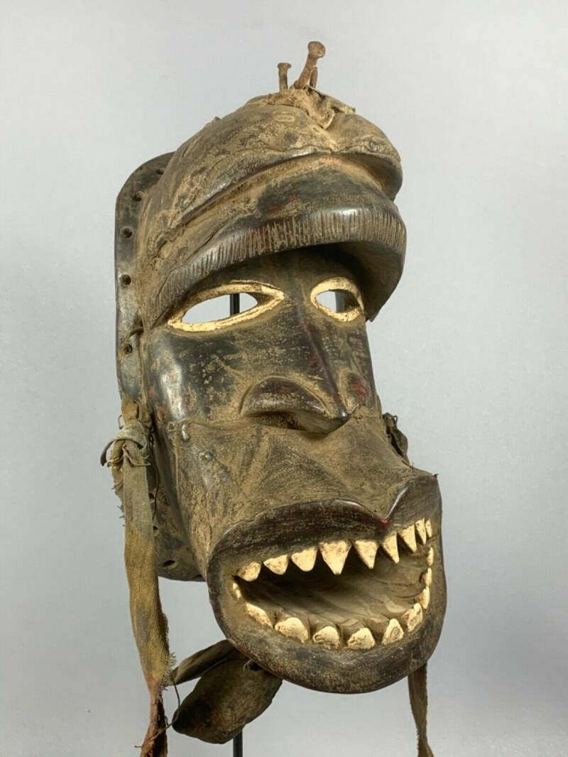200458 - Old tribal used African We Guere mask - Liberia.