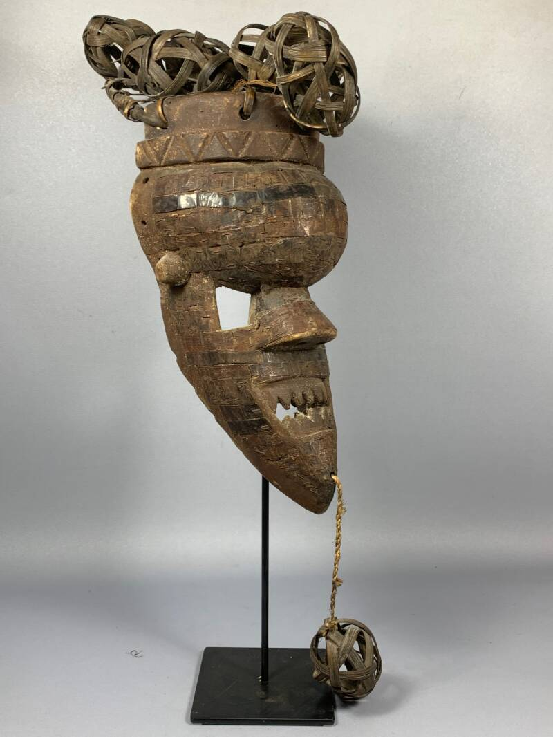 210159 - Old Tribal used African mask from the Salampasu - Congo.