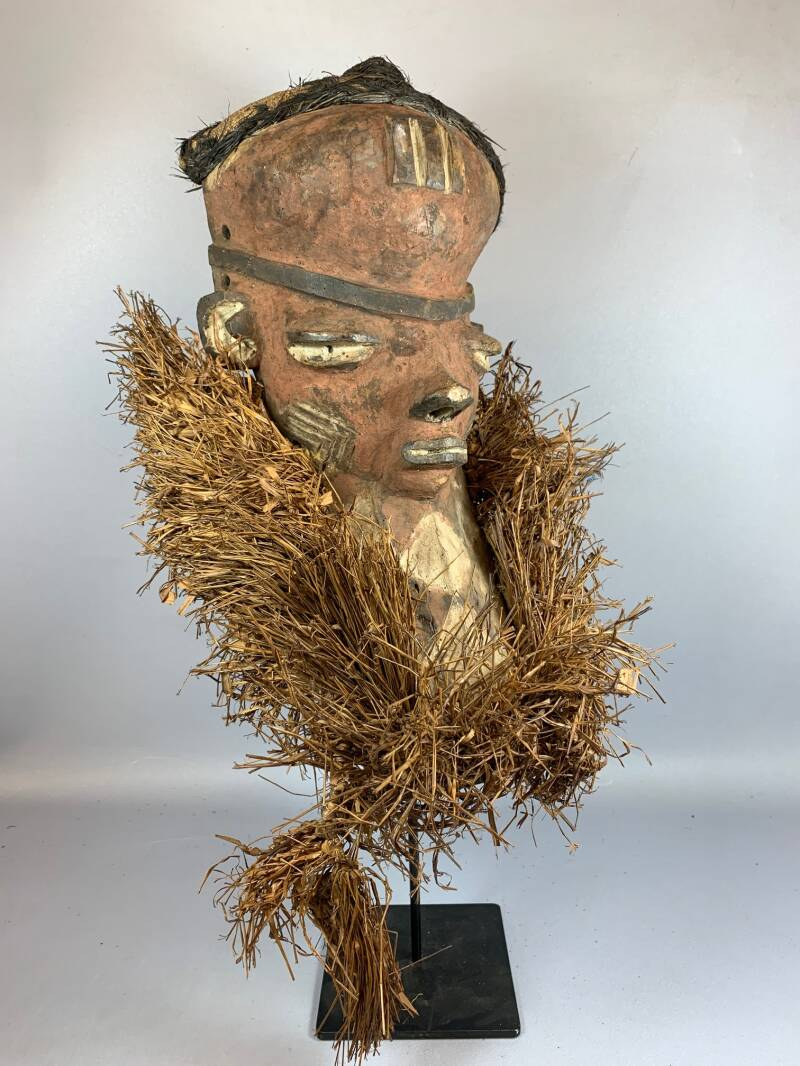 210248 - Tribal used African mask from the Pende - Congo.
