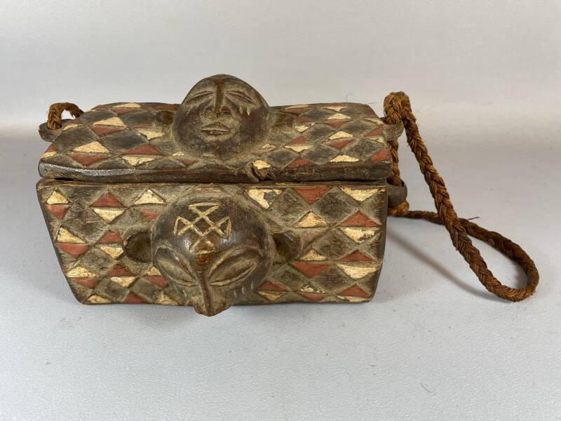 210537 - Tribal Used African box from the Chokwe - Angola.