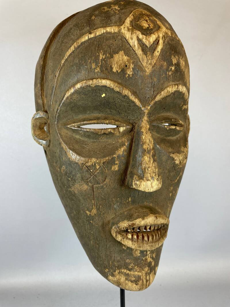 210724 - Antique Tribal Used African mask from the Chokwe - Angola.