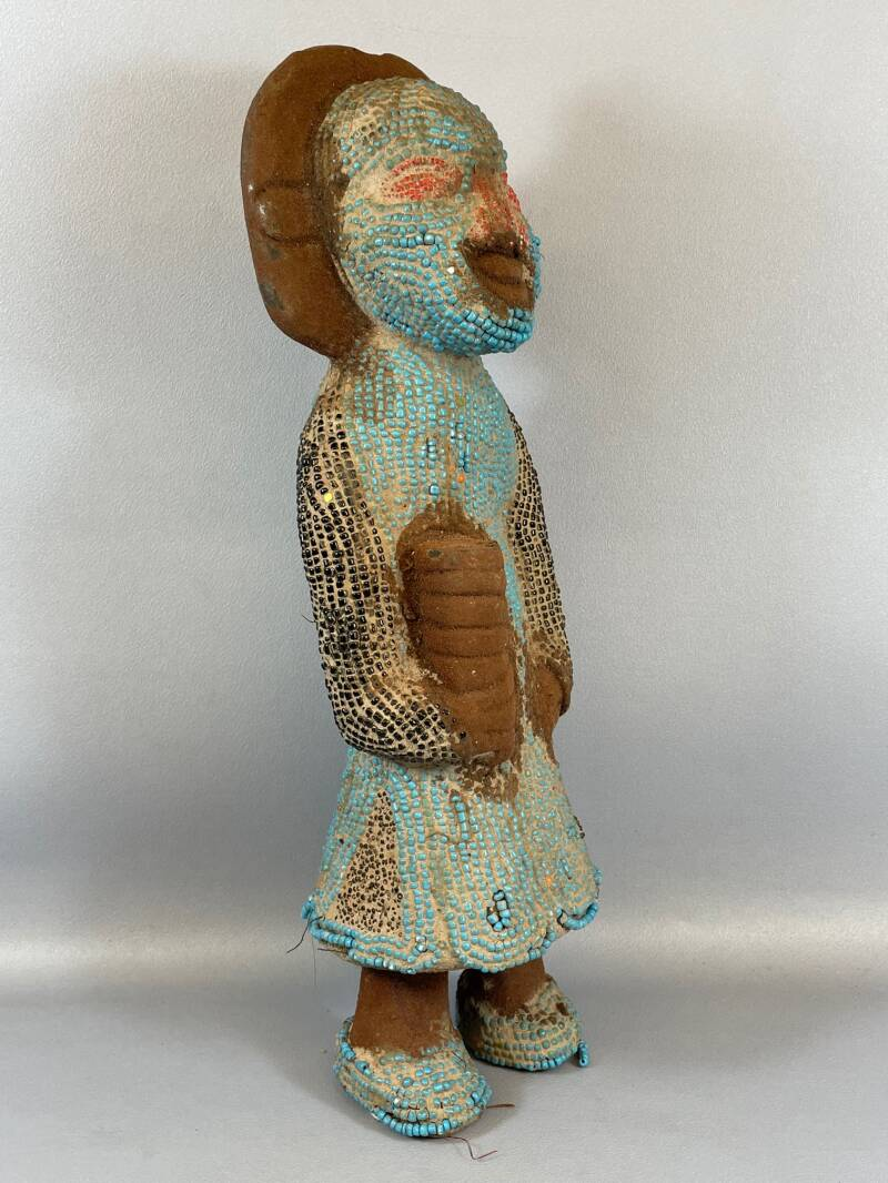210902 - Old African statue from the Bamileke with beads - Cameroon.