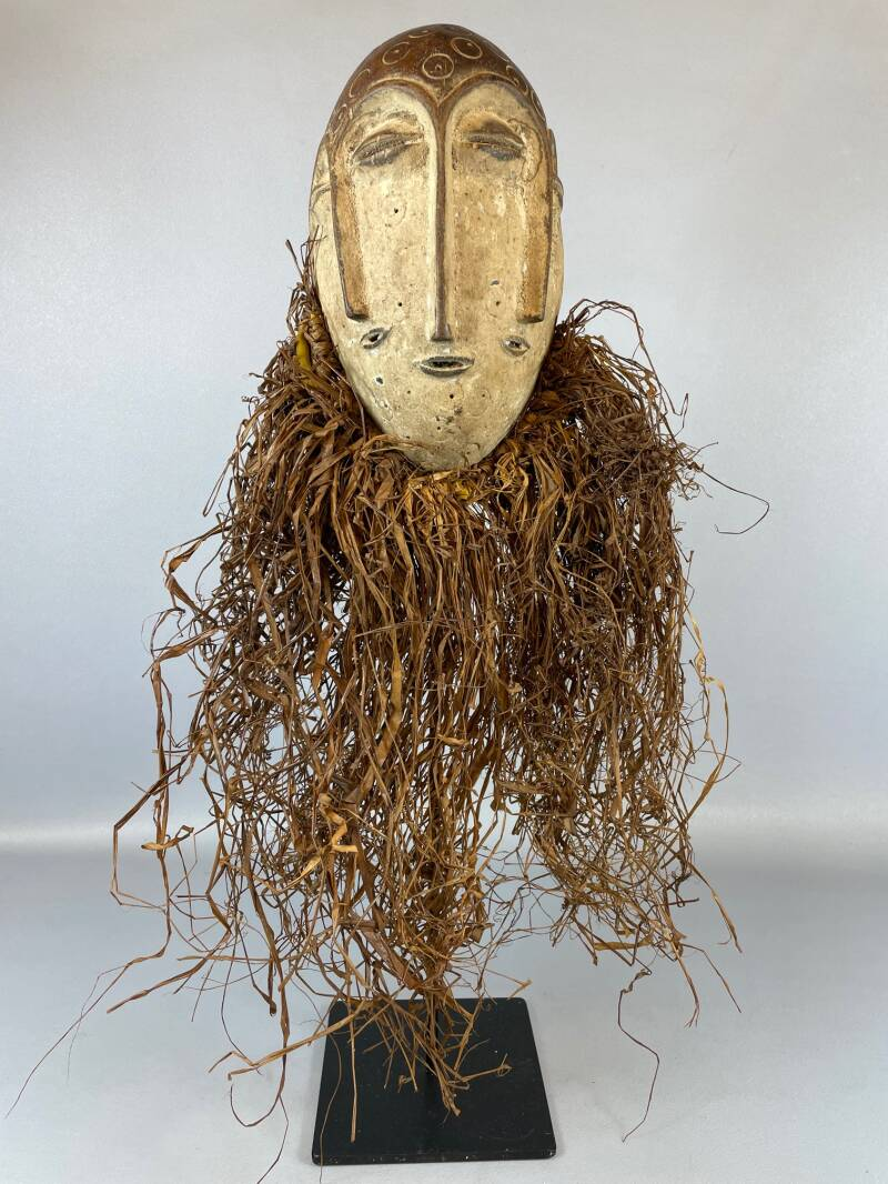210942- Tribal used African mask from the Lengola - Congo.