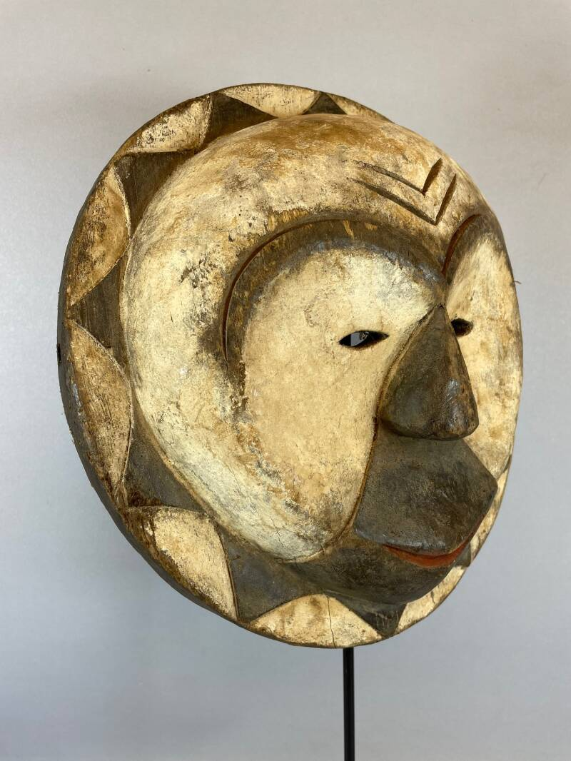 210955 - Old & Tribal used African round mask from Eket - Nigeria.
