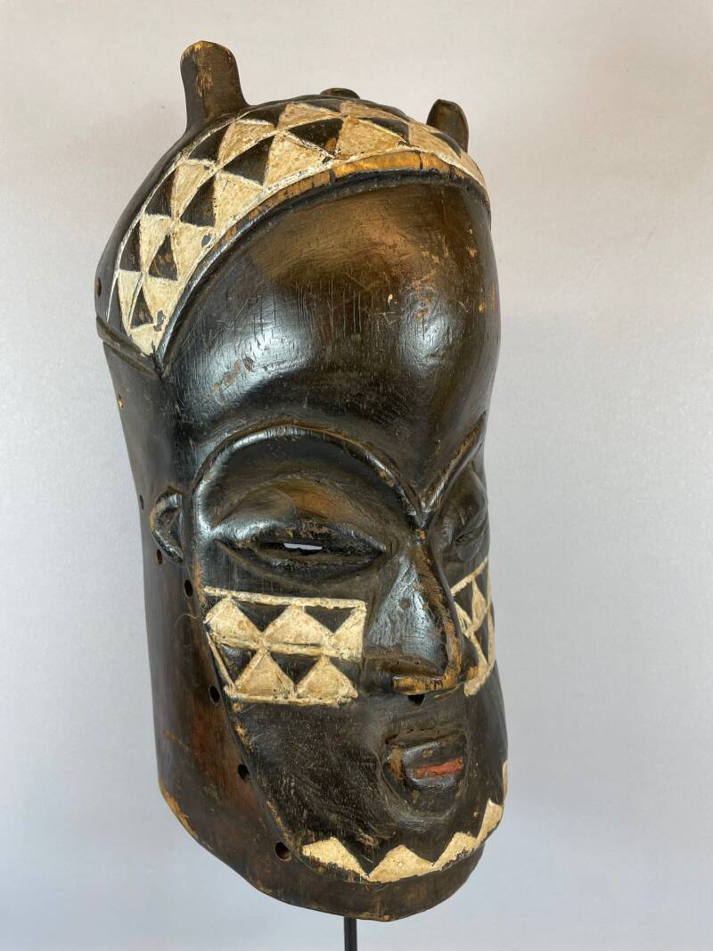 210957 - Tribal used African mask from the Luba - Congo.