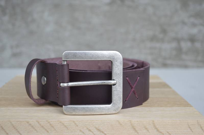 Leather belt - silver buckle