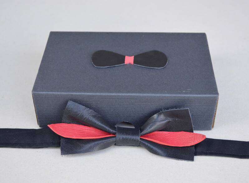 Leather bow tie - black and red