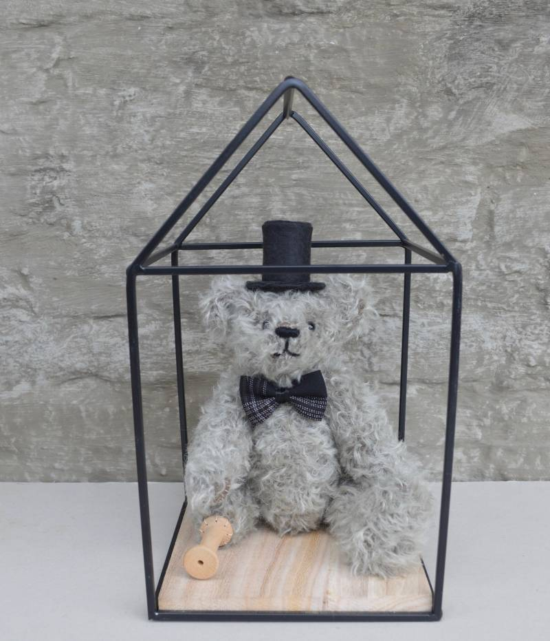 Decorative teddy bear Fiddler