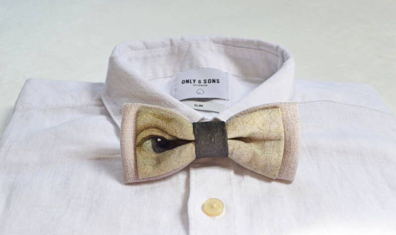 Bow tie with eye print