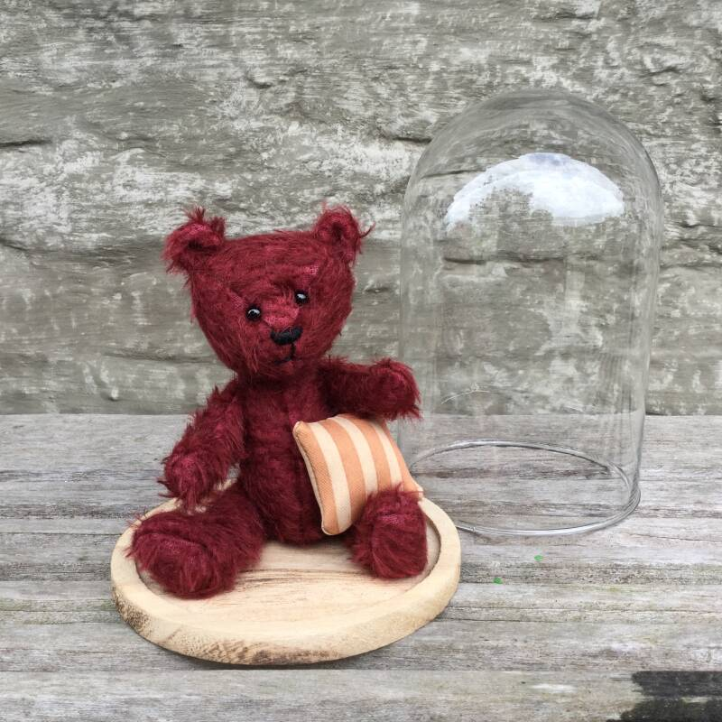 Bell-glass bear - red