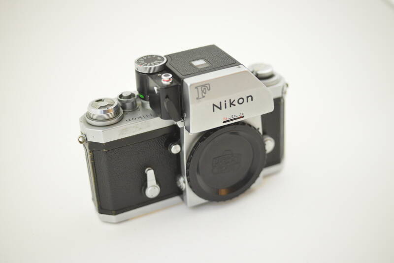 Nikon  -  Nikon F Photomic chrome body