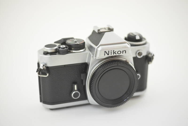 Nikon  -  Nikon FE chrome body ser. nr. 3894004  as is