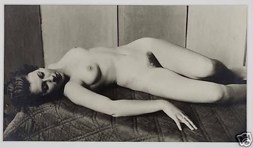 Anonymous lying naked woman 30's Paris