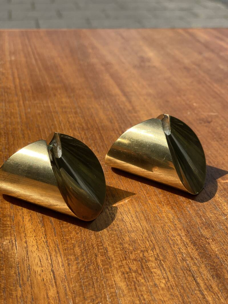 """Skultuna - Pierre Forsell - Set of 2 """"Rocking"""" brass candle holders"""