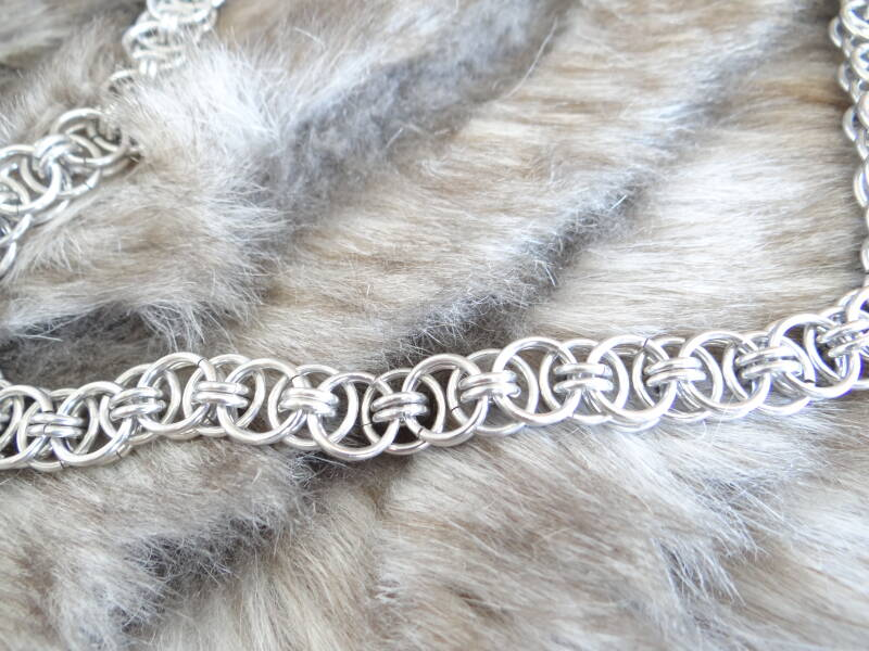 Chainmail armband Helm Weave