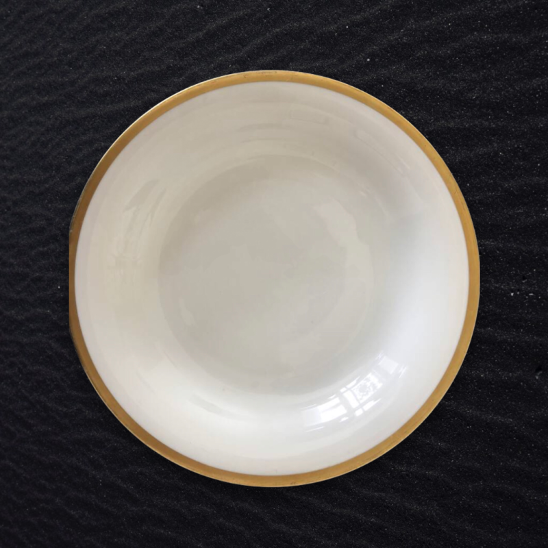 Fine China bord met gouden rand