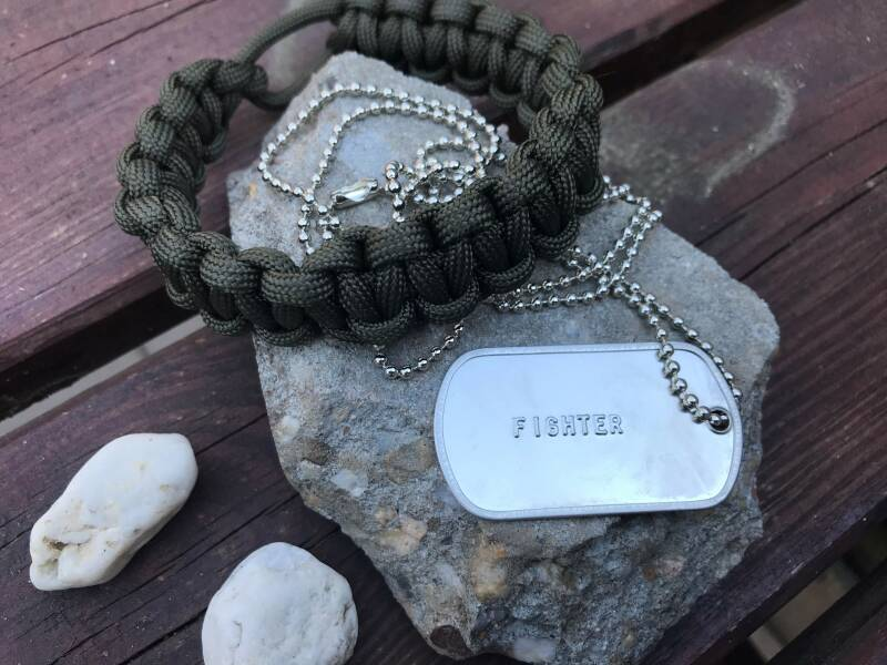 Paracord armband + 'FIGHTER' dog tag
