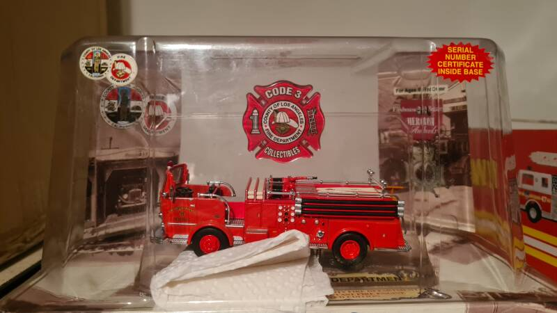 Code 3 Collectibles - Los Angeles - Crown Pumper E18 Red